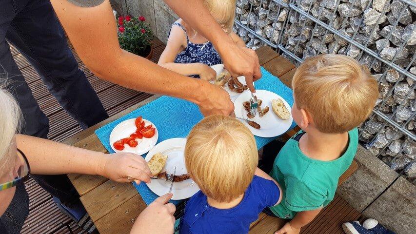 Wochenende_Elternblog_Kindertisch