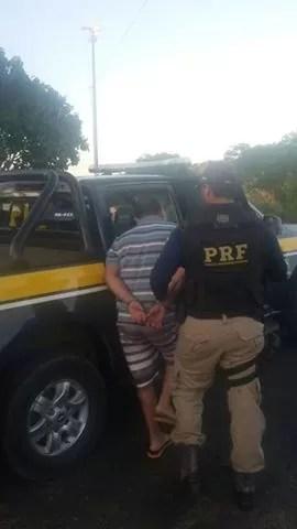 PRF prende dois foragidos da justiça