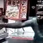 Câmera registra momento em que dono de restaurante é baleado em assalto