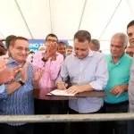 Rui entrega creche, sistema de abastecimento de água e equipamentos agrícolas em Bonito