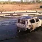 Acidente com moradores de Ibiquera provoca incêndio em veículo e deixa cinco pessoas feridas