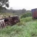 Para evitar colisão, carreta sai da pista e tomba na BR 242