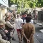 Presos que participaram de rebelião na delegacia de Ipirá fazem exame de corpo de delito em Feira de Santana