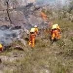 Corpos de Bombeiros de três cidades são acionados para conter incêndio em Rio de Contas; Assista