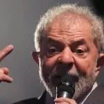 Lula fica inelegível após condenação no caso triplex? Entenda