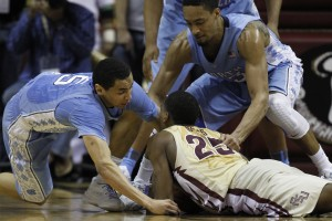 Paige and Tokoto scramble for loose ball. (Todd Melet)