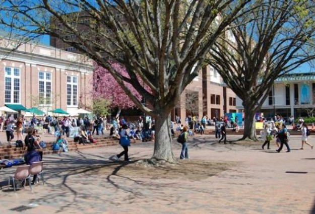 UNC Democrats, Republicans Join Together to Register Students
