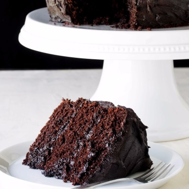 The-Most-Amazing-Chocolate-Cake-1-2848x4272