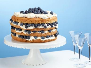 WU0413H_billies-italian-cream-cake-with-blueberries-recipe_s4x3.jpg.rend.hgtvcom.616.462