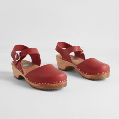 10104930_sodermalm_saunter_leather_clog_red_MAIN