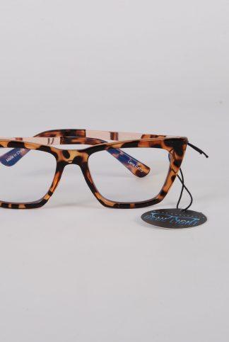 Quay Australia Walk On Sunglasses - Front Detail