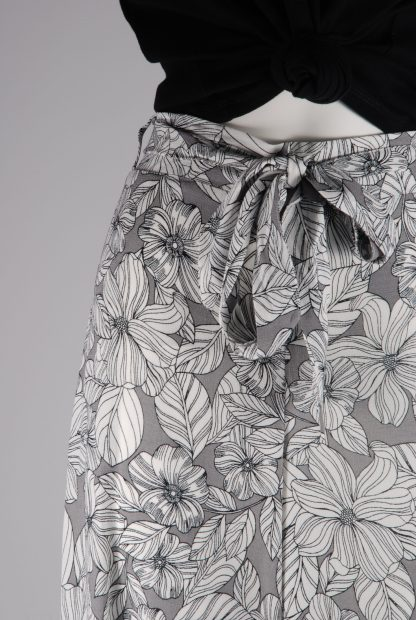 M&S Grey & White Floral Trousers - Size 16 - Front Detail
