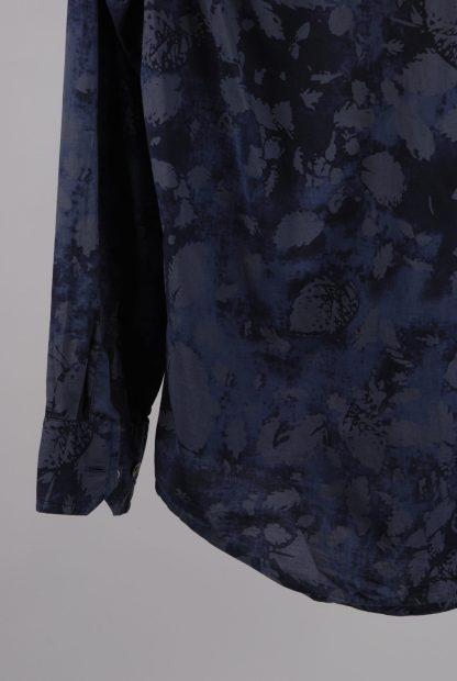 DKNY Blue/Grey Leaf Pattern Shirt - Size M - Back Hem