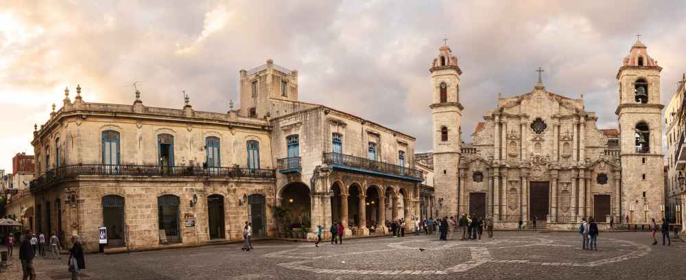 Cathedral Square in Plaza Vieja. The entryway to get to the paladar is at the very left of the picture. The hawkers stand at the edge of the entrance to the alley trying to persuade visitors to dine at their restaurant. Beware the hawkers! Head straight to the end of the alley.