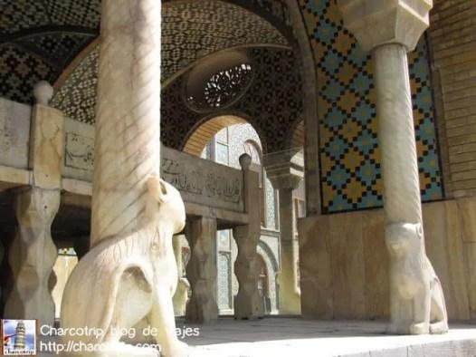 os encontramos con otra sala abierta, esta no tenia espejos, era mas bien de marmol y azulejos… AZUL TURQUESA