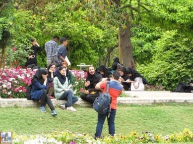 Estudiantes tomandose fotos