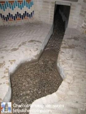 Se acuerdan del Museo del Agua? pues aquí la demostración viviente de los canalitos que pasan por las casas para refrescar todo