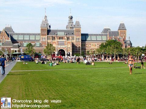 Allá a lo lejos se ve el Rijksmuseum.