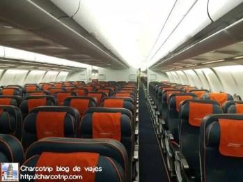 Entrando al avión para un vuelo largo