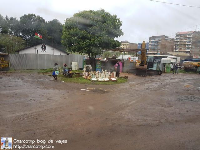 calle-tumbas-kenia