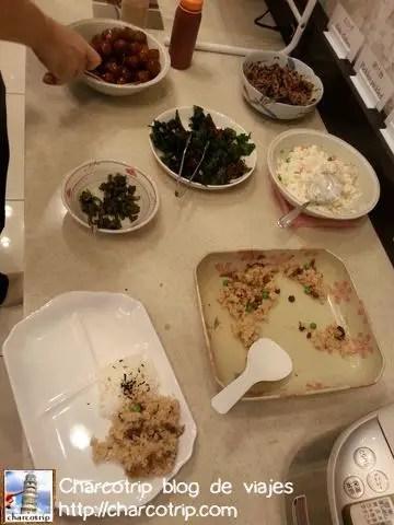 Arroz (gohan) y albóndigas (mituboru) en el desayuno: YUMMI!