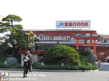 vamos hacia el ferry de JR (había que aprovechar nuestros Japan Rail pass)