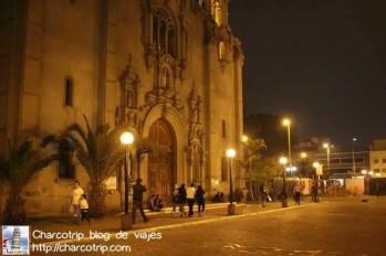 La iglesia de noche