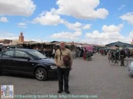 Vicente y carros pasando