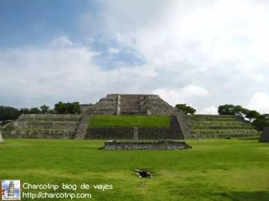 La Gran Pirámide y plaza de los Dos Glifos