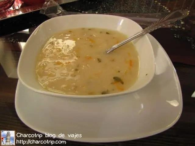 Una de las ricas sopas que comeríamos durante todo el viaje