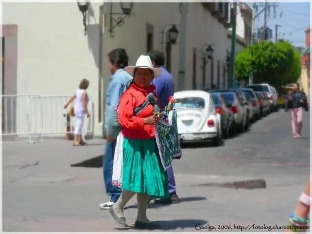 vendedora-vestido-traidicional-queretaro