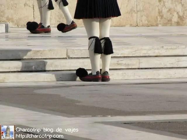 Chequen los zapatos :D con la motita negra