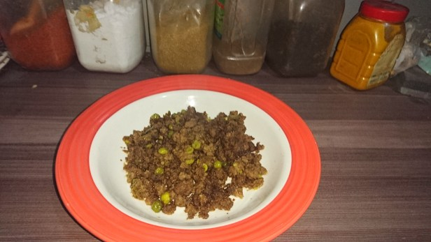Minces meat and peas