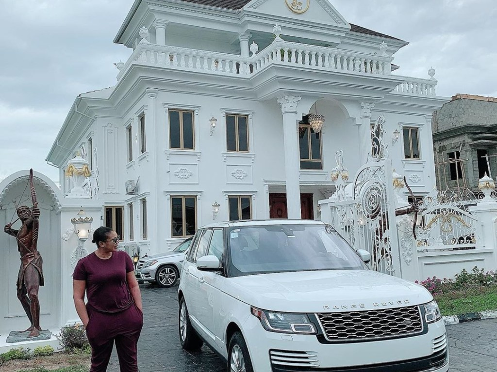 She gifts herself a 7-bedroom mansion on her 35th birthday – Ehi Ogbebor, owner of Sayaveth interiors (photos/video)