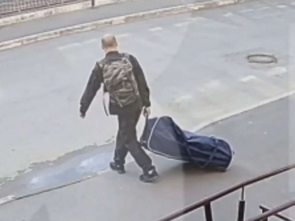 "UNBELIEVABLE: ""Jealous man kidnaps his ex-wife and drags her off inside suitcase for a 'romantic date' in the forest"" (Video)"