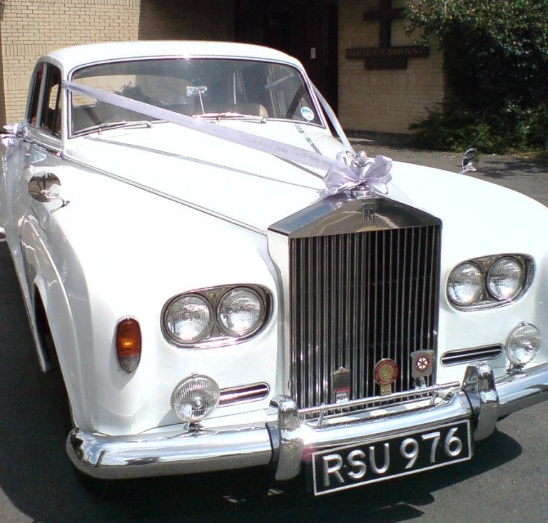 rolls-royce-1964-charles-at-the-church-on-time