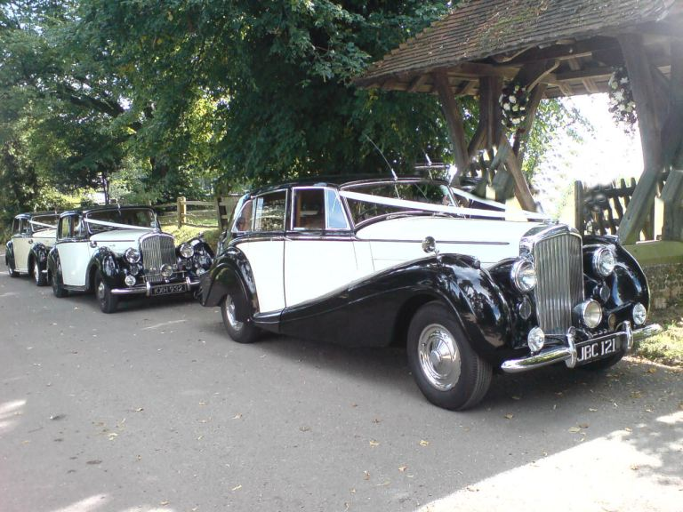 bentley-mk-6-1952-beatrice-with-2-other-bentleys