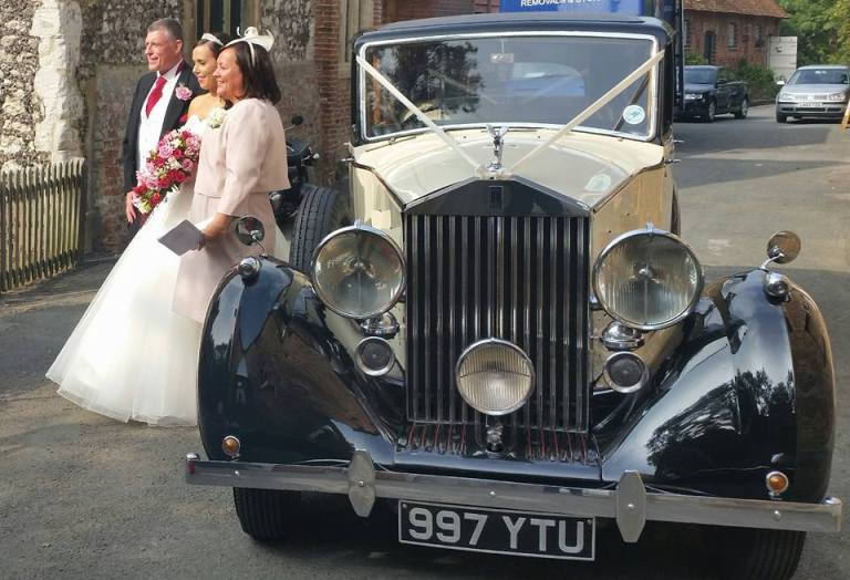 rolls-royce-1939-wraith-victoria-with-the-happy-couple-3