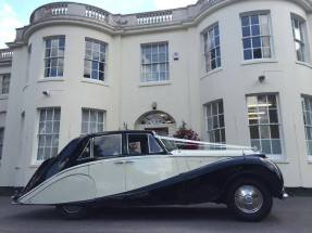bentley-1952-winifred-ready-for-the-wedding