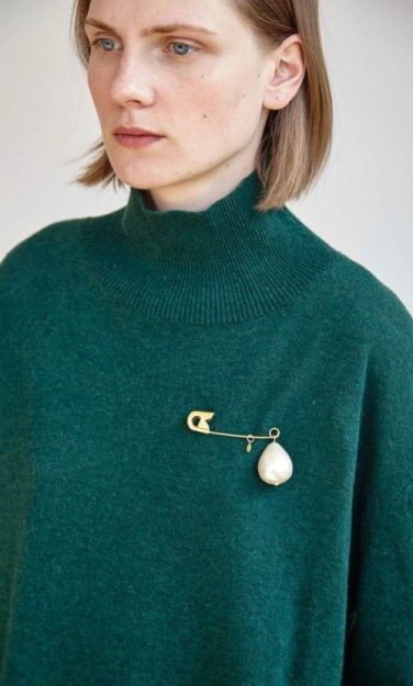 Plumo Funnel neck green jumper, with pearl pin brooch in 'The Green Room', AW16 trends blog by Charis White