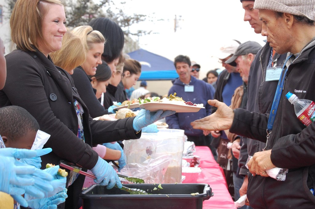 feeding the hungry at Thanksgiving-2011