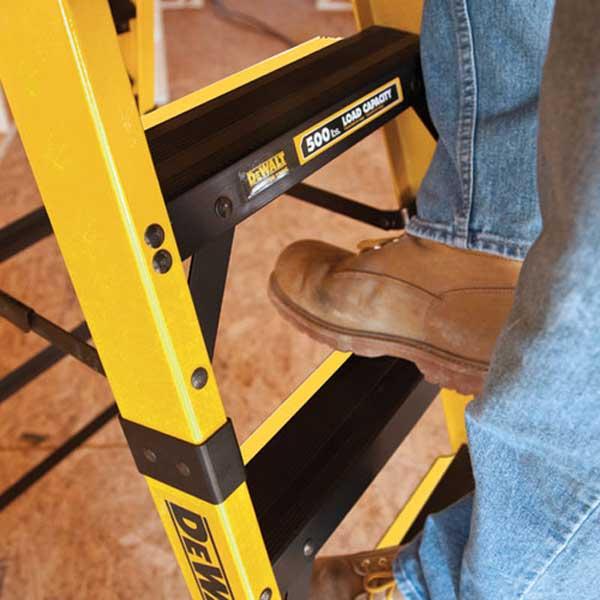 dewalt-fiberglass-ladder.jpg