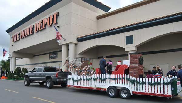 santa-arrives-homedepot.jpg