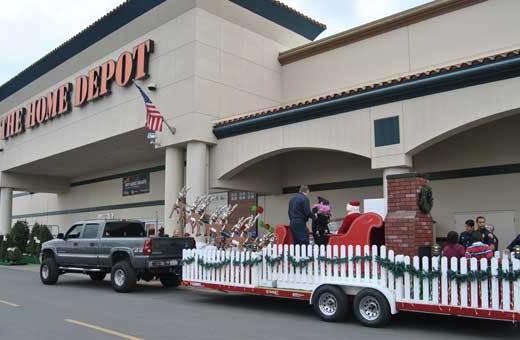 santa-arrives-homedepot