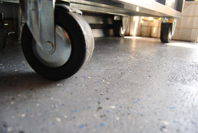 Rust-Oleum-EpoxyShield-Garage-Floor_0210