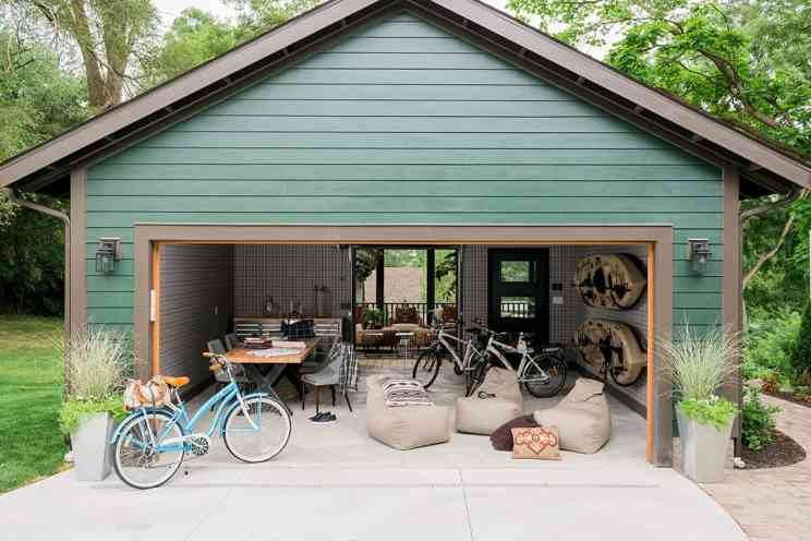 hgtv-urban-oasis-2016-garage-and-courtyard