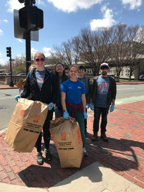 Student volunteers at the Muddy River Cleanup