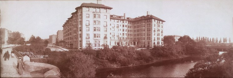 Hotel Somerset showing Commonwealth Ave. and the Muddy River, Boston, Mass, ca 1903. Courtesy of Library of Congress, pan.6a06427