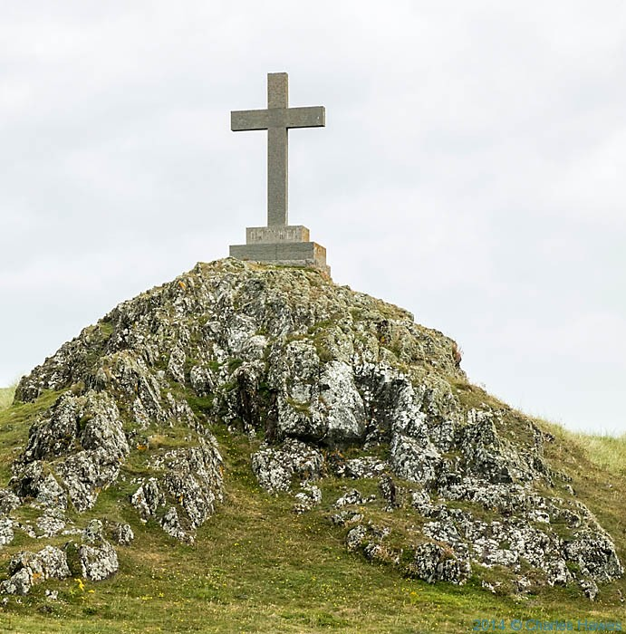 Cross on Llanddwyn Island, Anglesey, photgraphed by Charles Hawes