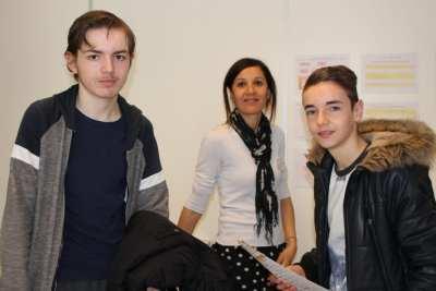 Mme MARTIN et de jeunes futurs élèves